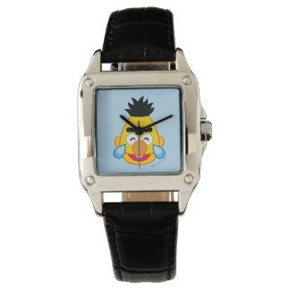 Bert stellen mit Rissen der Freude gegenüber Armbanduhr