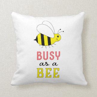 Beschäftigt als Biene Kissen