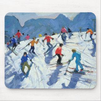 Beschäftigte Ski-Steigung Lofer 2004 Mousepad