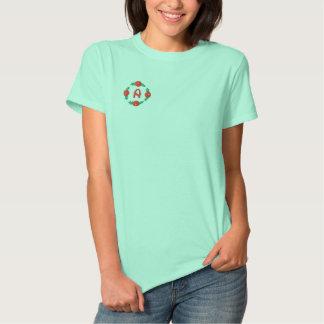 Beschriften Sie ein Rosenknospe-Monogramm Besticktes T-Shirt