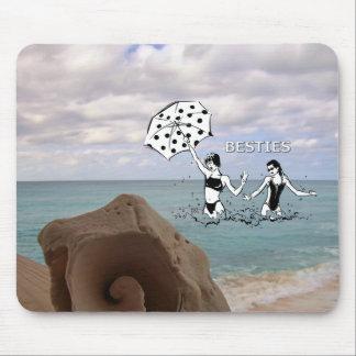 Beste Freunde am StrandSeashell Mousepads