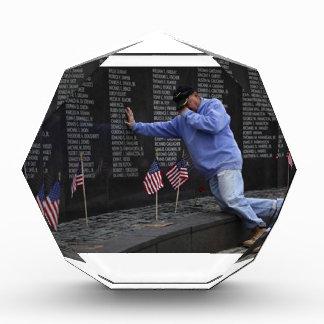 Besuchen der Vietnamerinnerungswand, Washington DC Acryl Auszeichnung