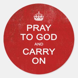 Beten Sie zum Gott und machen Sie weiter behalten Runder Aufkleber
