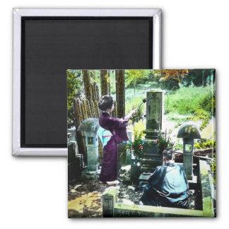 Beten zu den Vorfahren in altem Japan Vintag Quadratischer Magnet