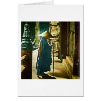 Betender Priester in alter Vintager magischer Grußkarte