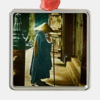 Betender Priester in alter Vintager magischer Quadratisches Silberfarbenes Ornament