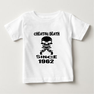 Betrügentodesseit 1962 Geburtstags-Entwürfe Baby T-shirt