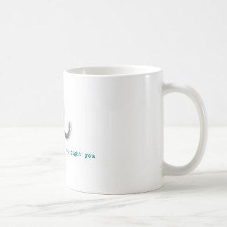Betrunkene Krake will, um Sie zu kämpfen Kaffeetasse