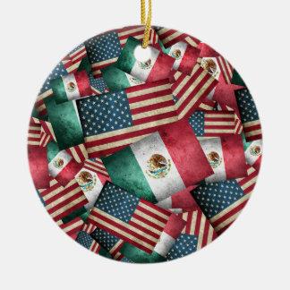 Beunruhigter Mexikaner/amerikanische Flaggen - US Keramik Ornament