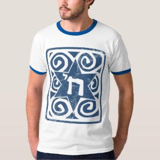 Beunruhigter und strukturierter Davidsstern Mit T-Shirt