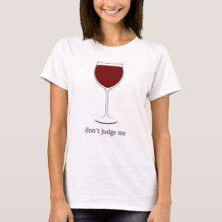 Beurteilen Sie mich nicht (Rotwein-Shirt) T-Shirt