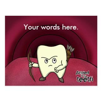 Bewaffnet zu den Zähnen Postkarte