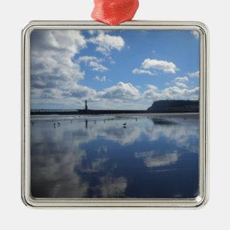Bewölkte Reflexion Silbernes Ornament