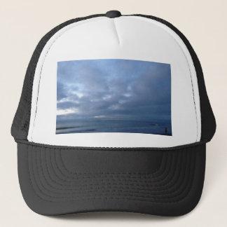 Bewölkter Himmel über dem Atlantik Truckerkappe