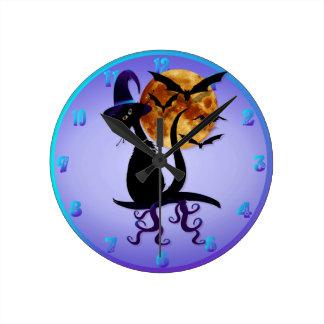 Bezaubernde schwarze Miezekatze Runde Wanduhr