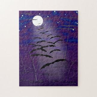 Bezaubernde Stunde mit vollem weißem Mond und Puzzle