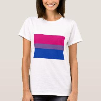 Bi-Flagge fliegt für bisexuellen Stolz T-Shirt