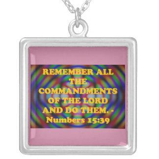 Bibel-Vers vom Zahl-15:39. Versilberte Kette