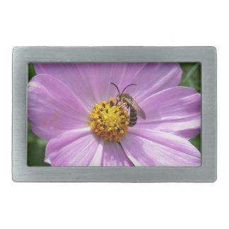 Biene auf Blume Rechteckige Gürtelschnalle