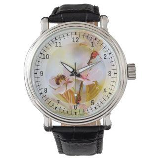 Biene auf einer KirschBlume Armbanduhr