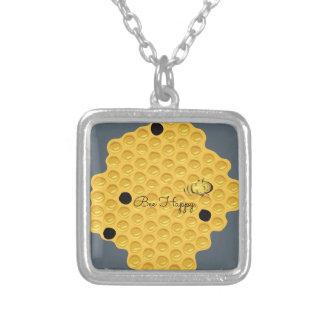 Biene glücklich u. die Bienenwabe Versilberte Kette