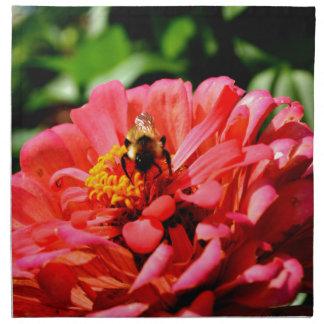 Biene und Koralle Zinnia Stoffserviette