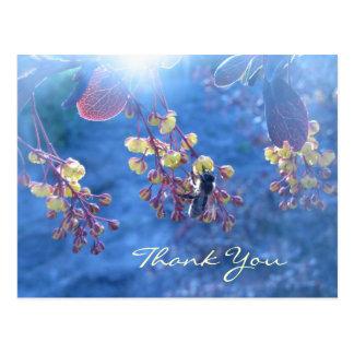 Bienen-und Berberis-Blumen Postkarte