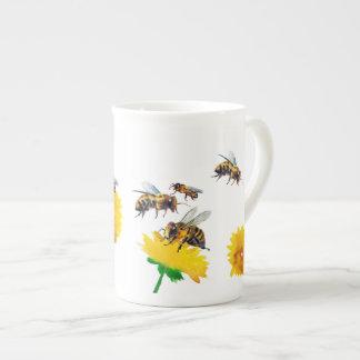Bienen und Löwenzahn Porzellantasse