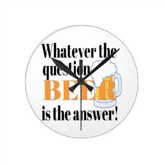 Bier ist die Antwort Runde Wanduhr