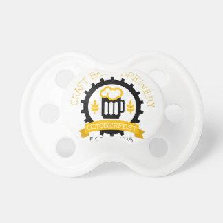 Bier-Logo-Entwurfs-Schablone mit halbem Liter Schnuller