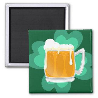 Bier und -Kleeblatt St. Patricks Tages Quadratischer Magnet