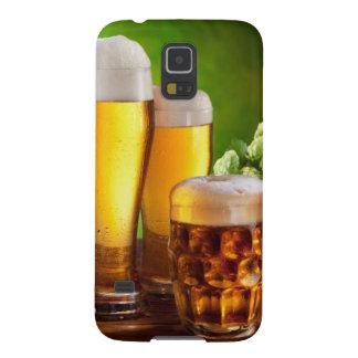 Bierfaß mit Biergläsern auf einer hölzernen Galaxy S5 Hülle