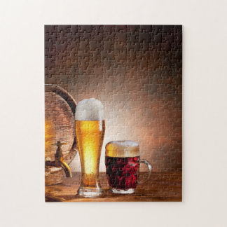 Bierfaß mit Biergläsern auf einer hölzernen Tabell Jigsaw Puzzles