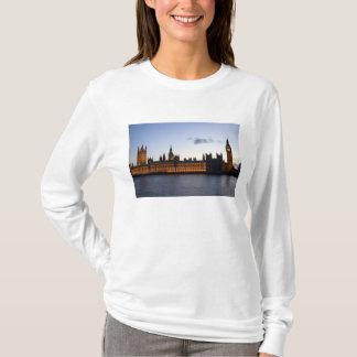 Big Ben und die Häuser des Parlaments in der Stadt T-Shirt