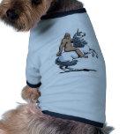 Bigfoot, der ein Einhorn reitet Haustier T-shirt
