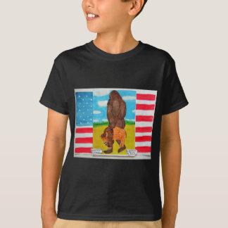 Bigfoot, der einen Bison auf U, s, A.-Flagge trägt T-Shirt