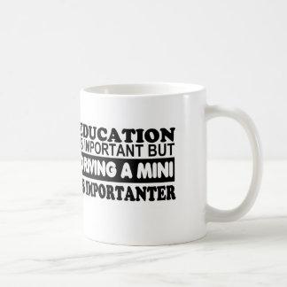 Bildung ist wichtig aber, fahrend ein Mini… Tasse