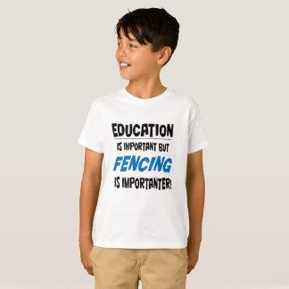"""""""Bildung ist wichtiges"""" T-Shirt für Kinder"""