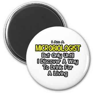 Biologe-Witz. Getränk für ein Leben Runder Magnet 5,7 Cm