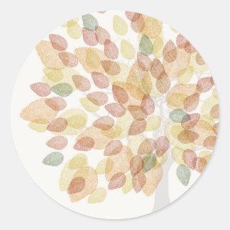 Birken-Baum in den Herbstfarben Runder Aufkleber