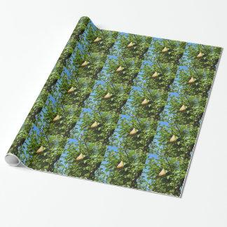 Birnen auf Baumasten Geschenkpapier