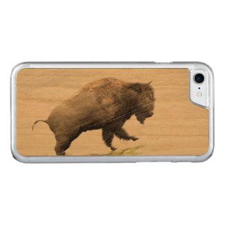 Bison im Wintersturm Carved iPhone 8/7 Hülle