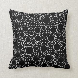 Blasen-schwarzes Kissen