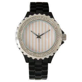 Blasse Pfirsich Angelskin Koralle u. weißer Uhr