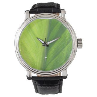 Blatt halb in der Vintagen Bügeluhr der Sonne Armbanduhr