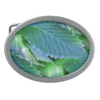 Blätter im Blau - umgekehrte Kunst Ovale Gürtelschnalle