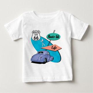 Blau-frisiertes Auto Café des Weg-66 Baby T-shirt