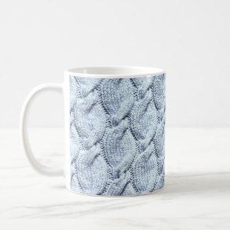 Blau-graue große gestrickte Kabel Tasse