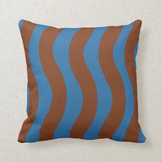 Blau und gewellte Streifen Browns Kissen