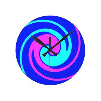 Blau und Rosa wirbelten Runde Wanduhr